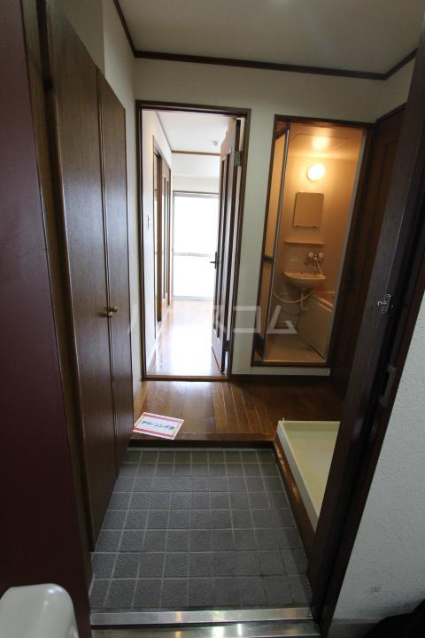 スカイコート月見 203号室の玄関
