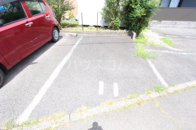 フレグランス豊栄B 101号室の駐車場