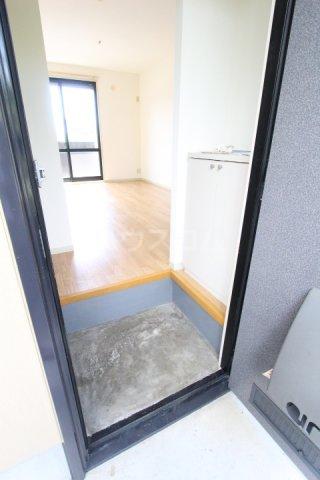 フレグランス豊栄B 101号室の玄関