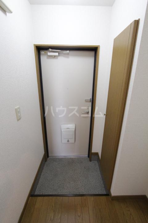 アンプルール フェール 加藤 202号室の玄関