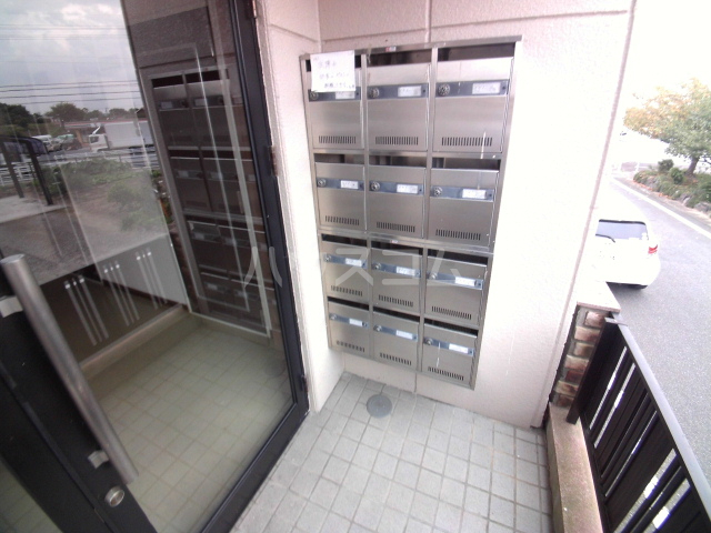 マンション杉坂 107号室のエントランス
