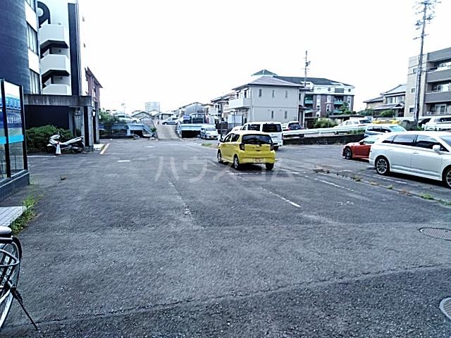 アークファースト 206号室の駐車場