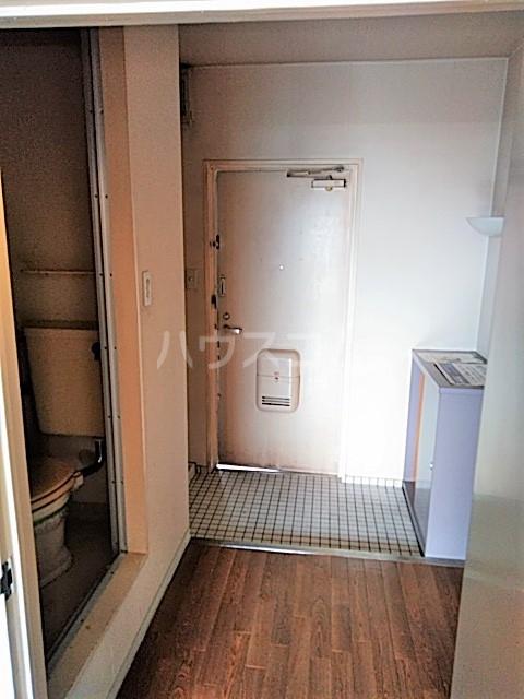 アークファースト 206号室の玄関