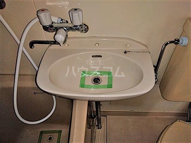 アークファースト 210号室の洗面所