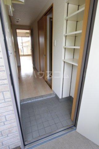 グローリ栄町 207号室の玄関