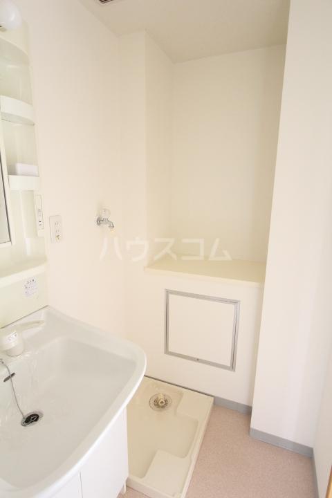 グローリ栄町 207号室の洗面所
