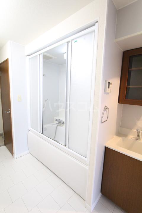 ヤング宮上 204号室の洗面所