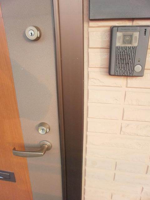 コンフォート宮町 201号室の玄関