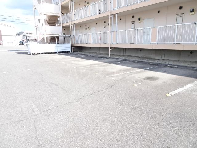 ベルメゾン錦 3I号室の駐車場
