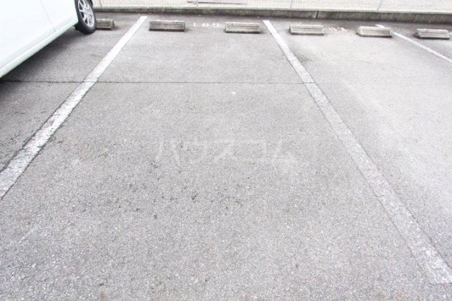 オリーブ・ハウスHIDAKA 103号室の駐車場