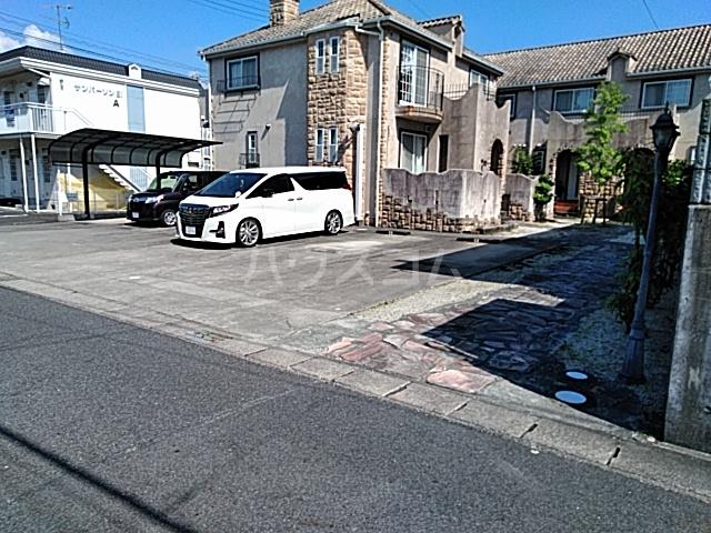 フガールの駐車場