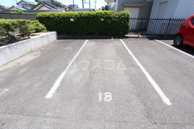 グリーンスポット95 210号室の駐車場