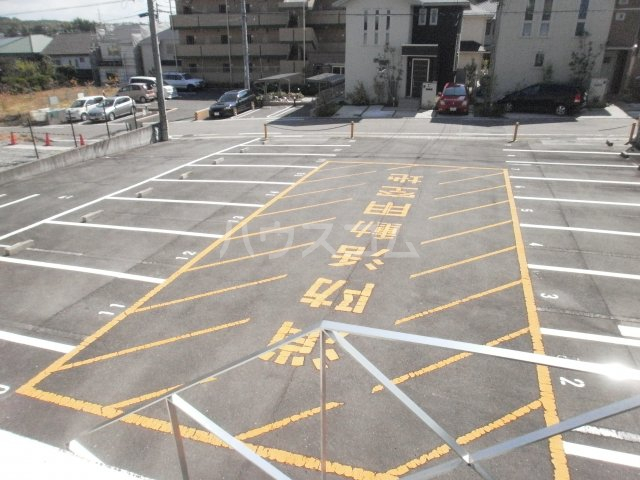 ラ・ガールKATOH 334号室の駐車場