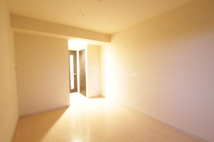 アーバンポイント豊田 502号室のリビング