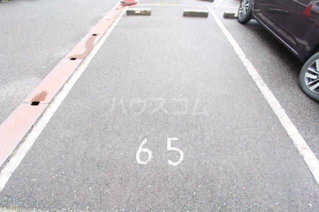FESTA80 210号室の駐車場