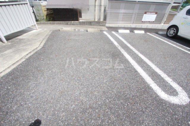 ボヌールハウス 103号室の駐車場