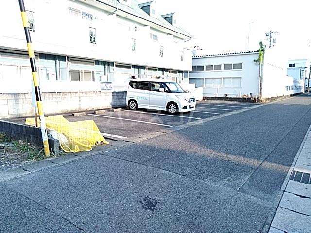 ハイドアウト園 105号室の駐車場
