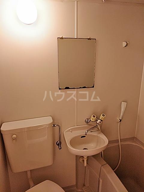 ハイドアウト園 105号室の洗面所