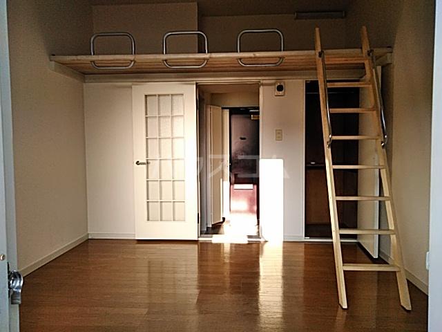 ハイドアウト園 105号室のリビング