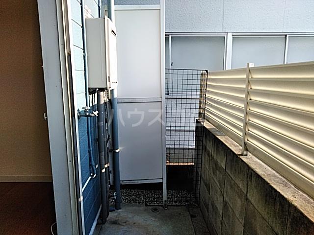 ハイドアウト園 105号室のバルコニー