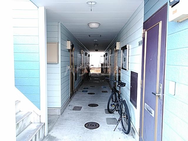 ハイドアウト園 105号室のロビー
