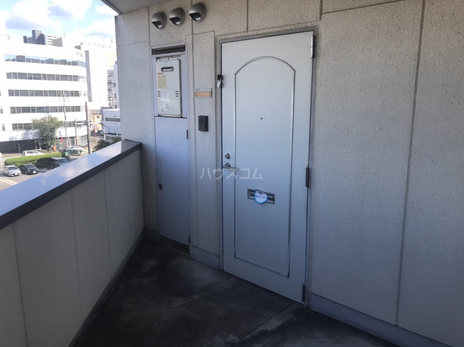 ラルーチェ若宮 401号室の玄関