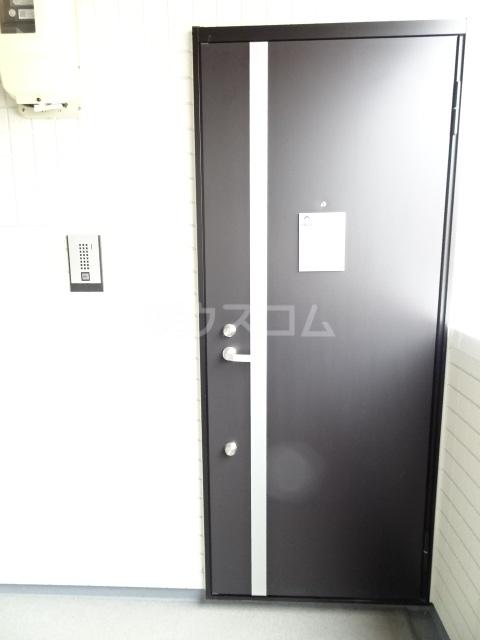 プルミエール山之手 201号室の玄関