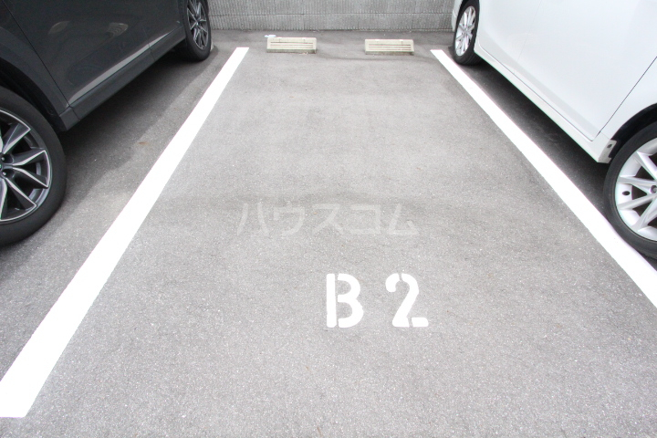 WISH A号室の駐車場