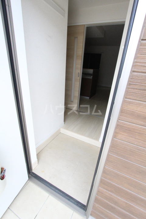 WISH A号室の玄関