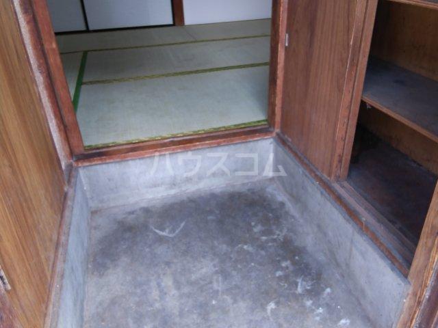 藤荘 1-A号室の玄関