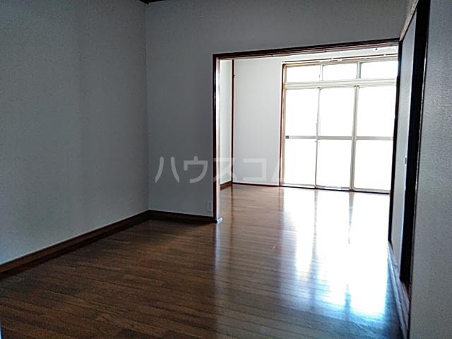 和気マンション 105号室のリビング