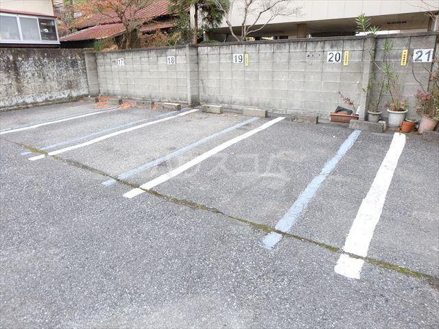 森山ハイツ 302号室の駐車場