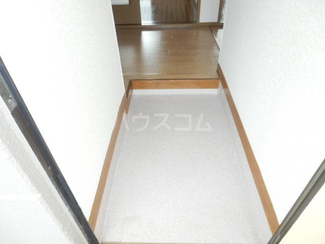 カーサー駒生 201号室の玄関