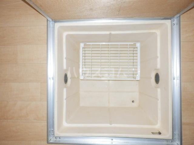 カーサー駒生 201号室の洗面所