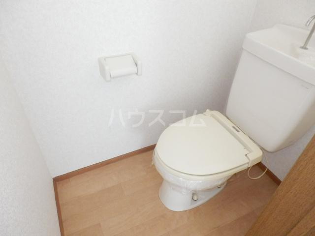 カーサー駒生 201号室のトイレ