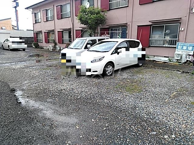 清水ハウス 12号室の駐車場