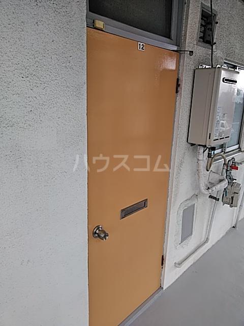 清水ハウス 12号室の玄関