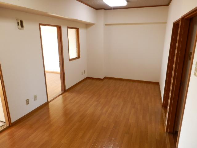 緑が丘753マンション 603号室のリビング