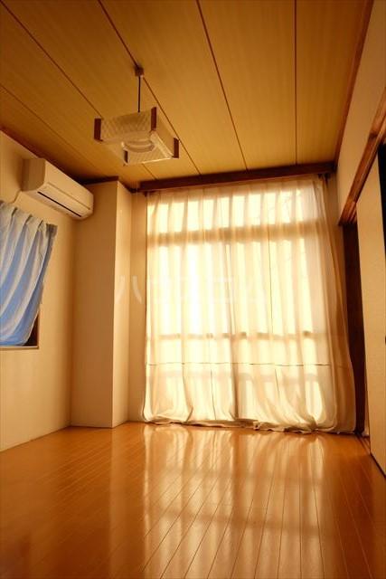 シャンポール双葉 202号室の居室