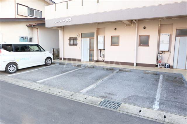シャンポール双葉 202号室の駐車場