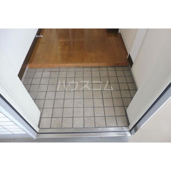 ドミール平松 207号室の玄関
