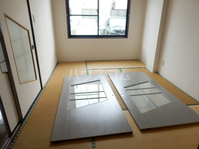 KINO HOUSE 203号室の駐車場