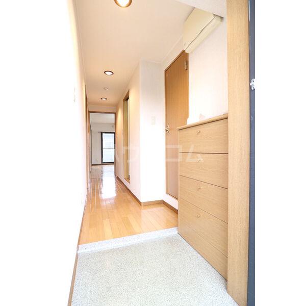 アルヴィラージュ 103号室の玄関