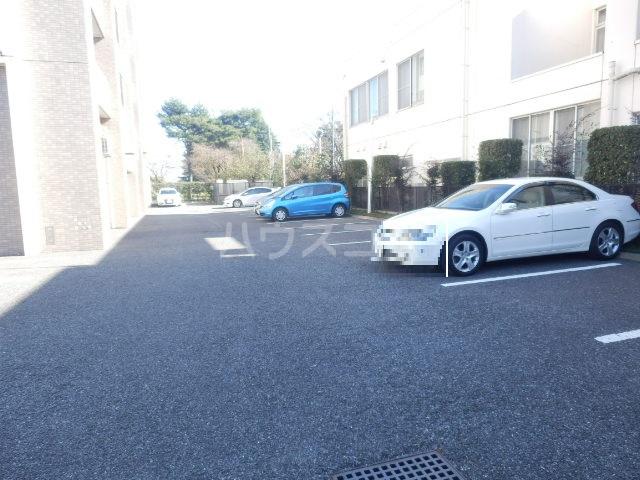ベル・グランドハイツ 903号室の駐車場