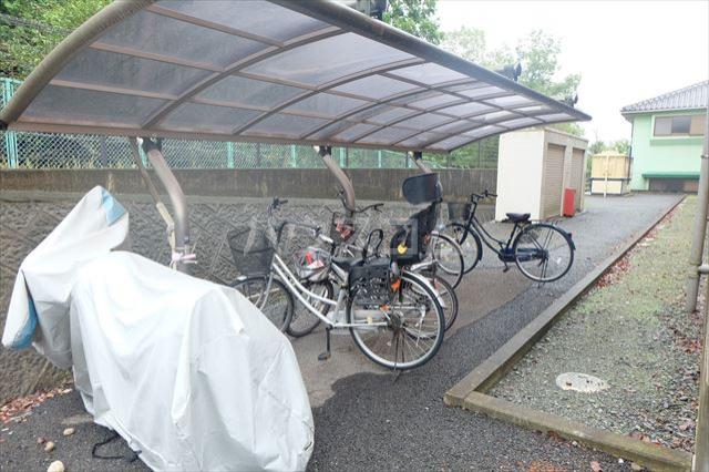 グランヴィータB 201号室の駐車場