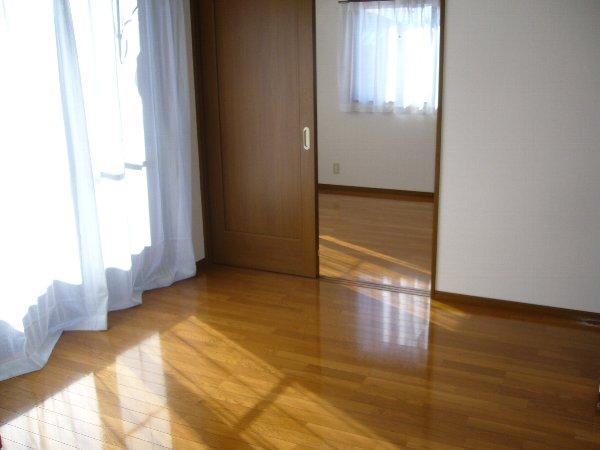 藤コーポ弥生壱番館 201号室のリビング
