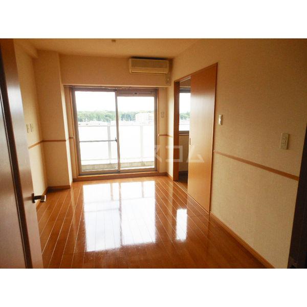 ゴールドライフマンション宇都宮 603号室のリビング