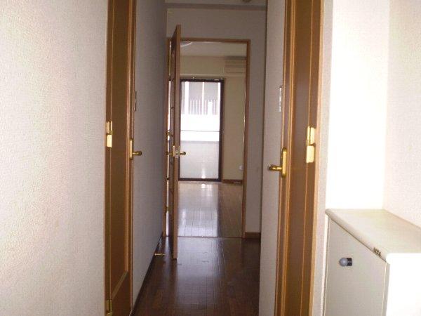 プレゾン・マロニエ 405号室の玄関