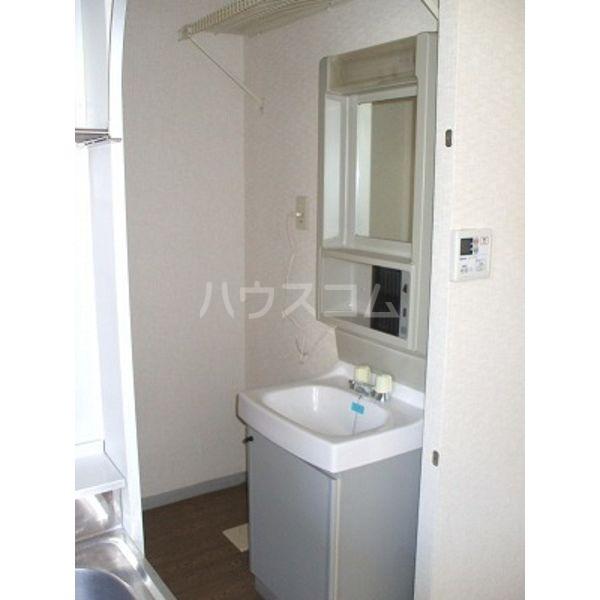 メゾン・フェンネル 101号室の洗面所