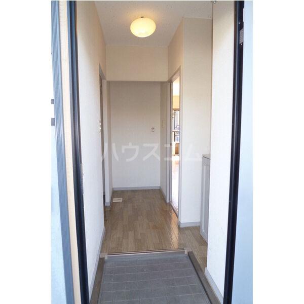 ベルシオンA A103号室の玄関